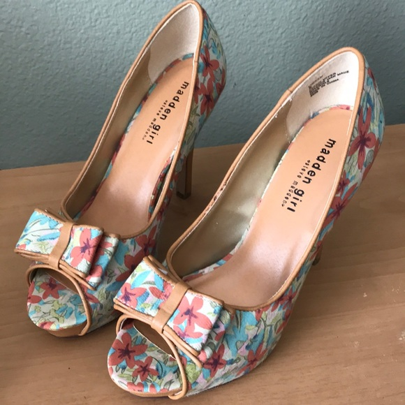Madden Girl Shoes - Worn once, Madden Girl Floral Fabric Bow Heels